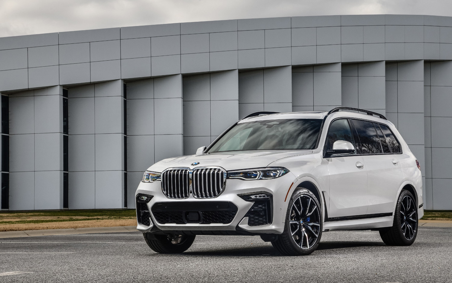 Comparison Audi Q8 Hybrid 2018 Vs Bmw X7 Iperformance 2019