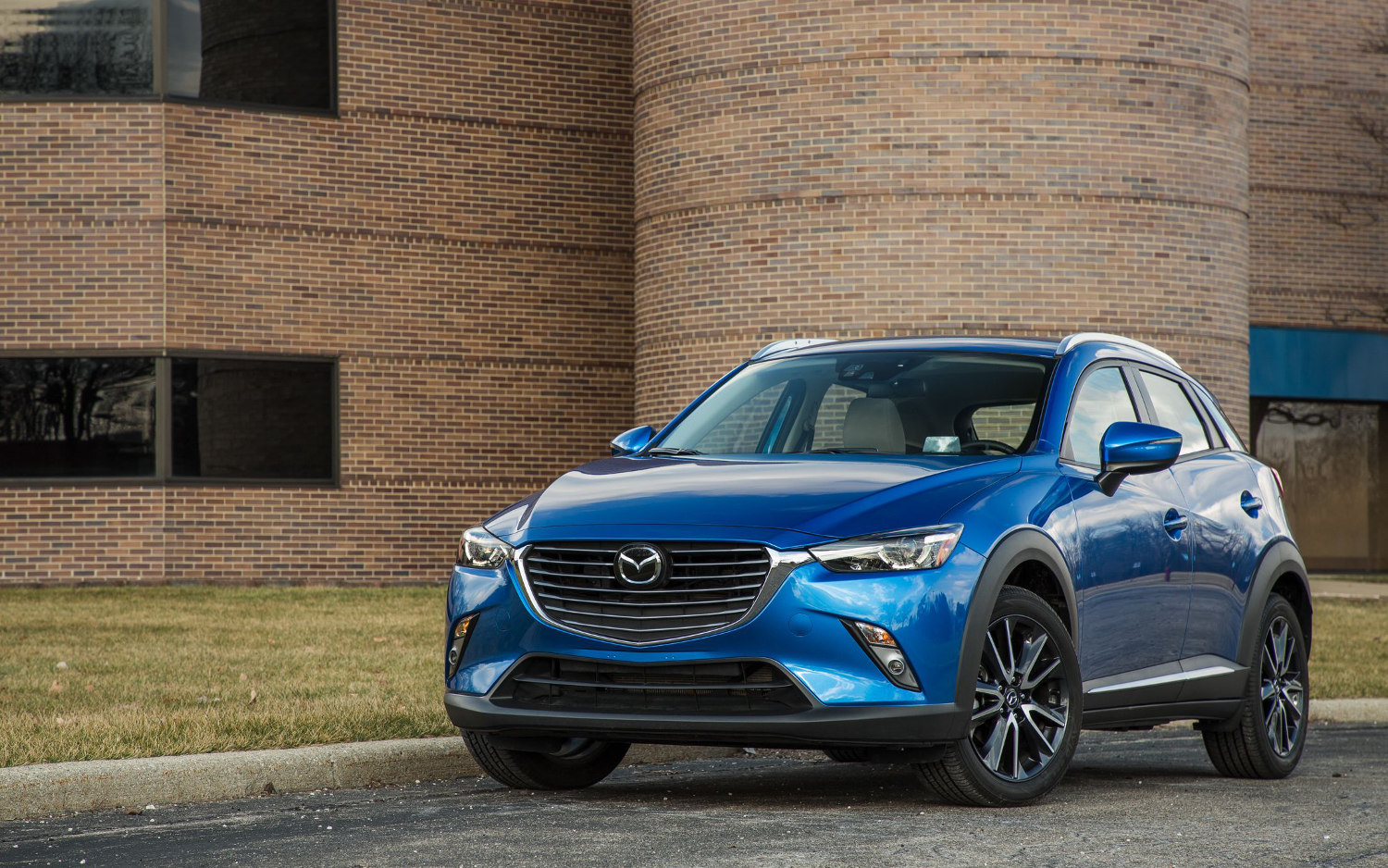 comparison mazda cx 3 sport 2018 vs hyundai kona se. Black Bedroom Furniture Sets. Home Design Ideas