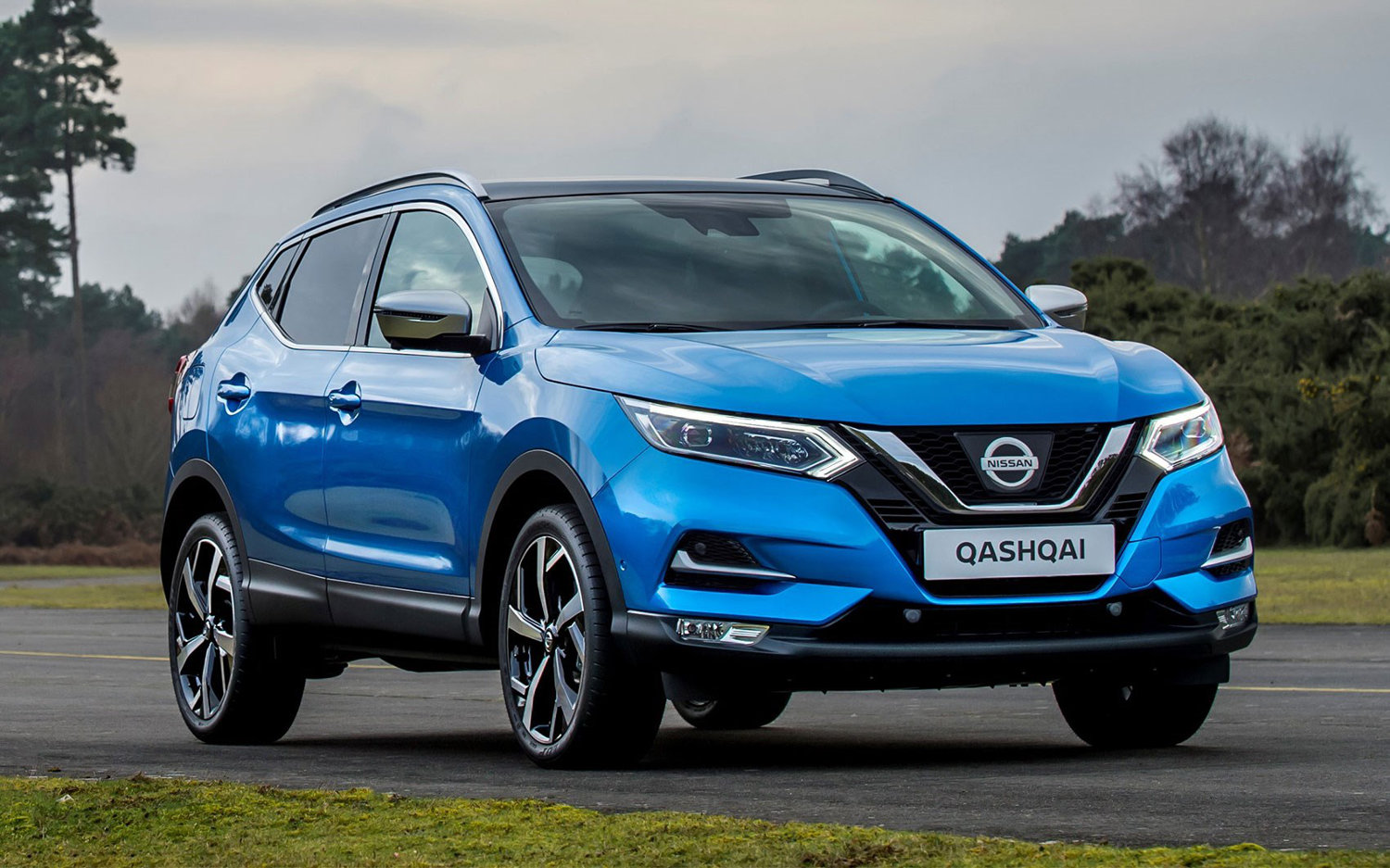 Comparison nissan qashqai black edition 2017 vs for Qashqai 2016 interieur