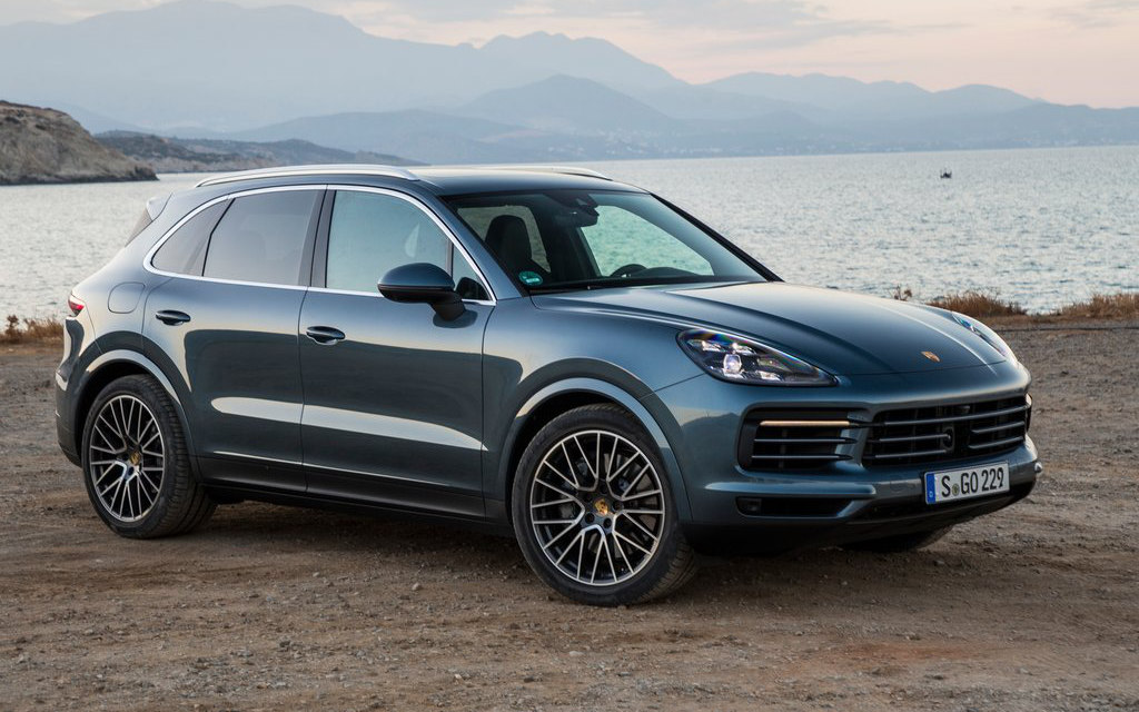 comparison porsche cayenne platinum 2018 vs jeep. Black Bedroom Furniture Sets. Home Design Ideas