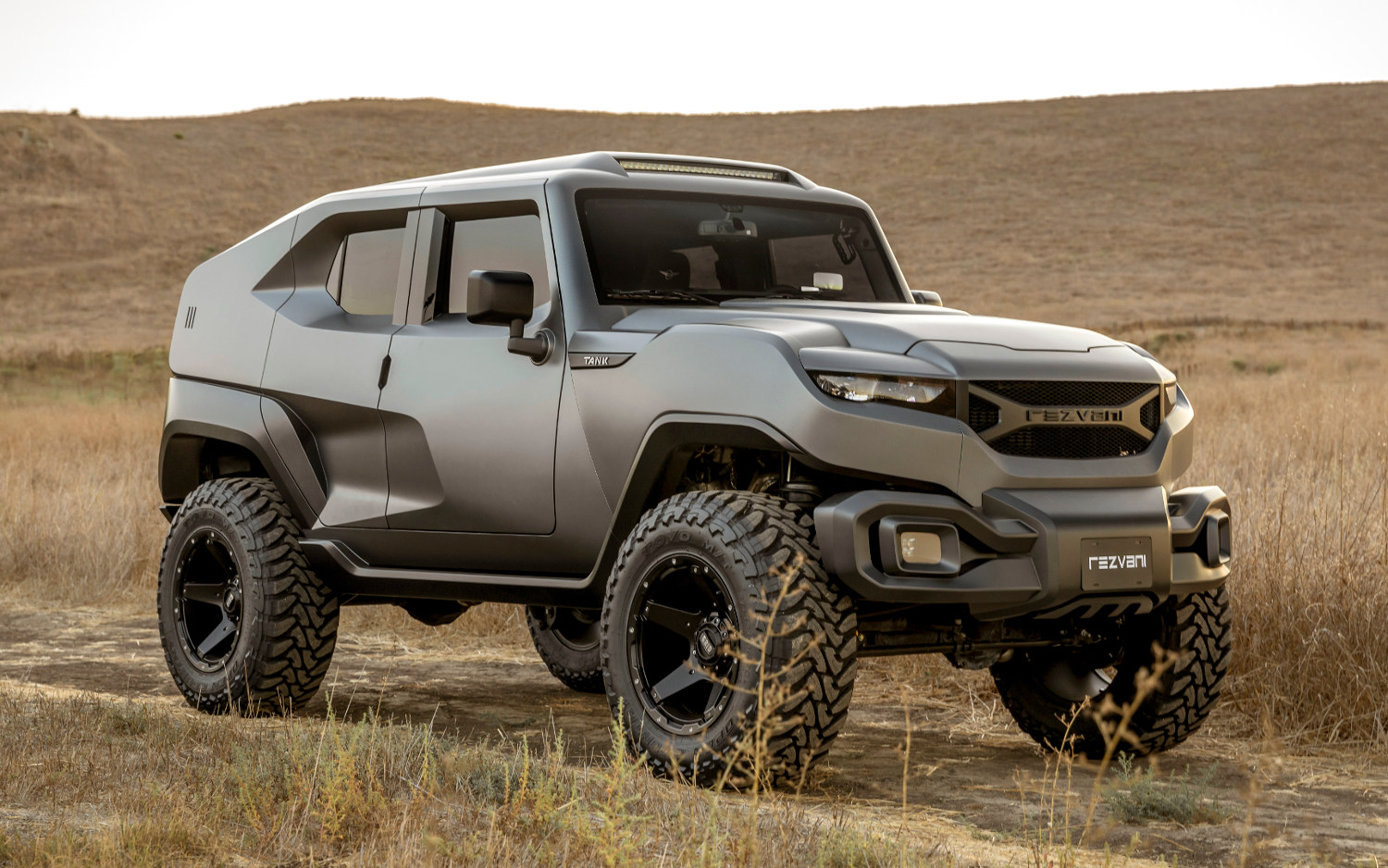 comparison rezvani tank 2018 vs toyota land cruiser 4dr 2018 suv drive. Black Bedroom Furniture Sets. Home Design Ideas