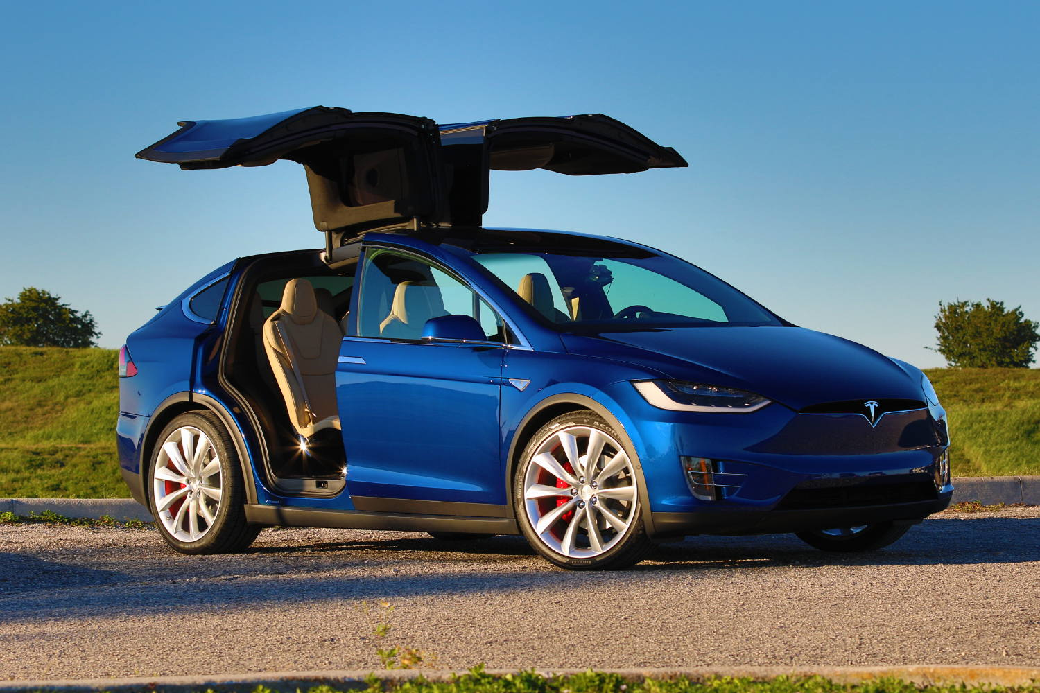 tesla model x suv review carbuyer autos post. Black Bedroom Furniture Sets. Home Design Ideas
