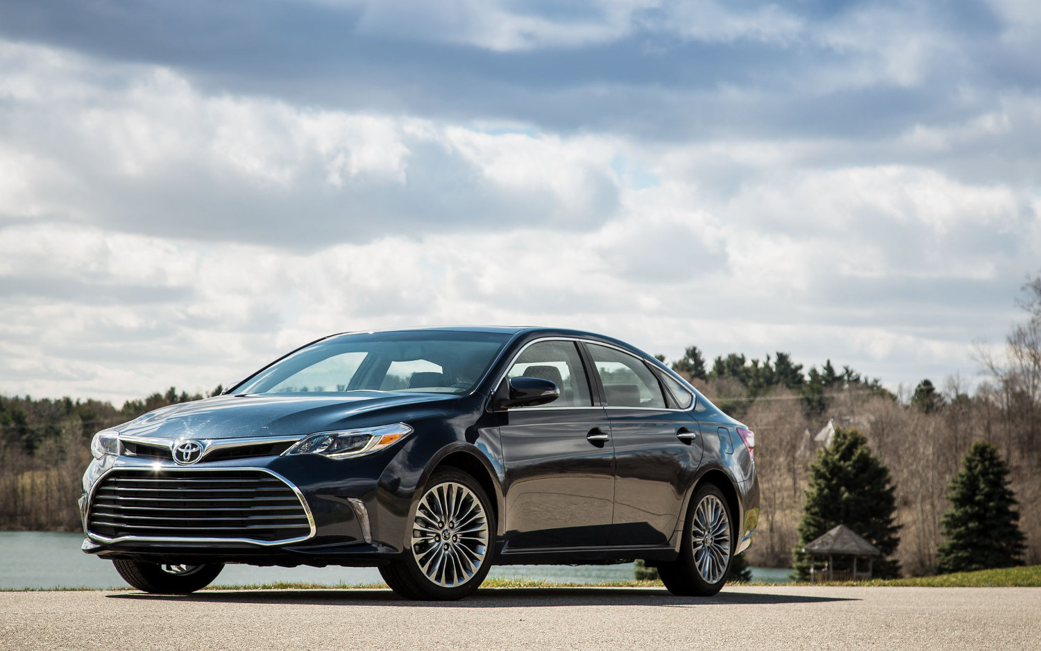 Comparison   Toyota Avalon Limited Hybrid 2018   Vs   Lexus ES 300h 2019