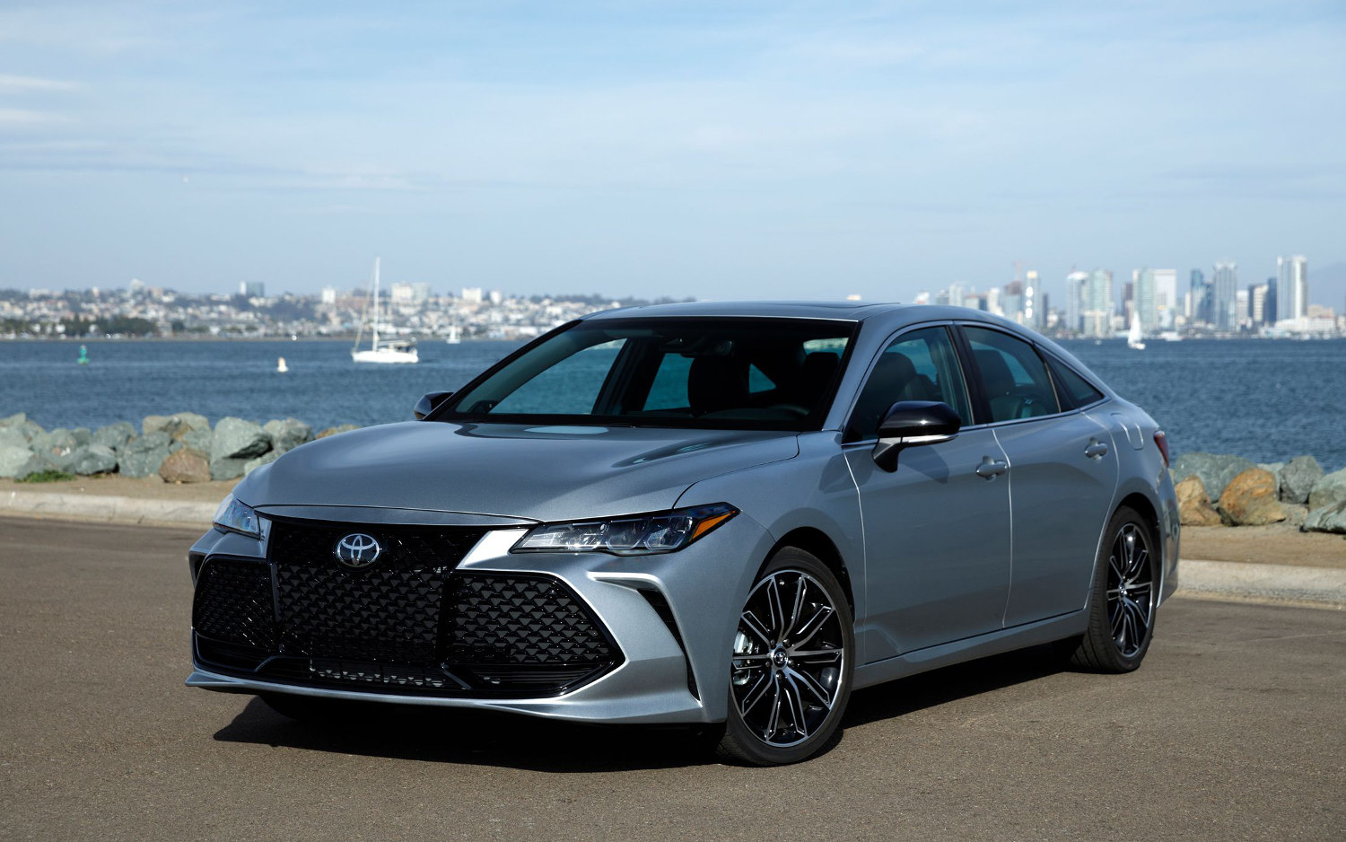 comparison toyota avalon xle hybrid 2019 vs cadillac. Black Bedroom Furniture Sets. Home Design Ideas