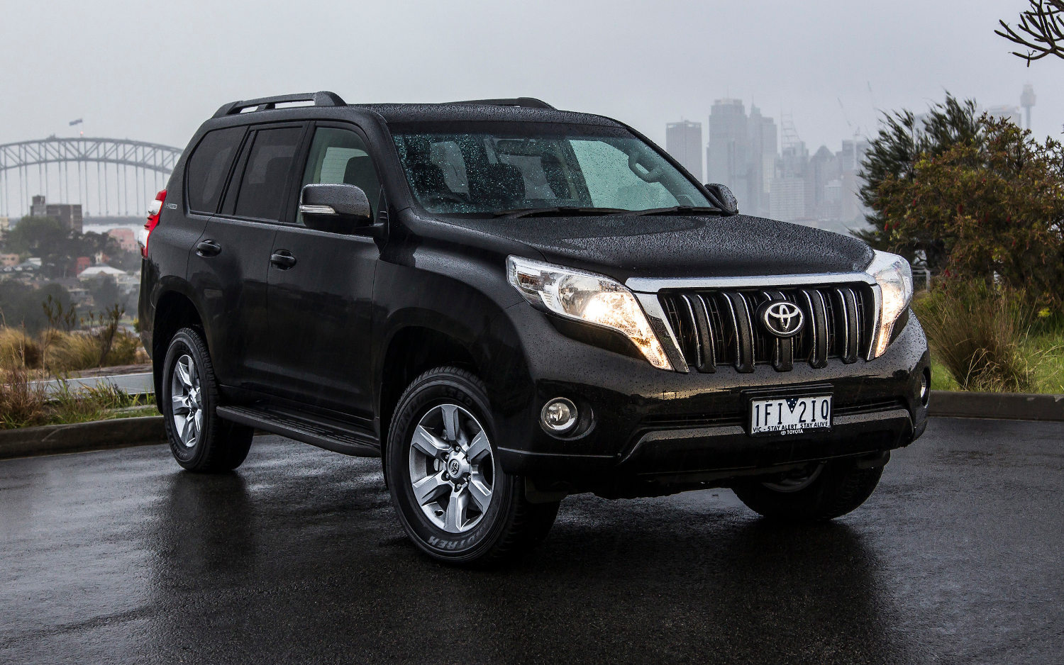 Comparison Toyota Land Cruiser Prado 2015 Vs