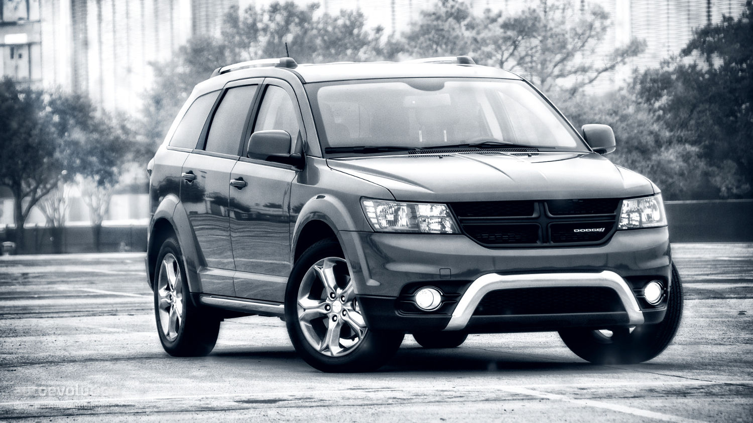 Comparison  Dodge Journey Crossroad SUV 2015  vs  Toyota