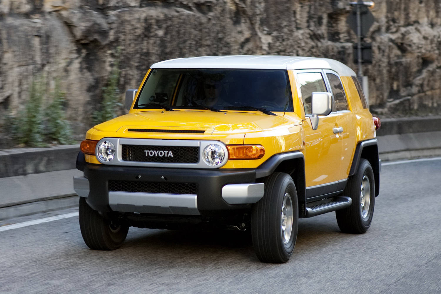 toyota fj cruiser 2015 suv drive. Black Bedroom Furniture Sets. Home Design Ideas