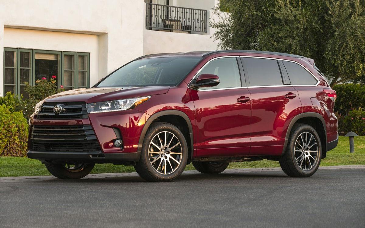 Toyota Fortuner Vs Highlander >> Comparison Toyota Fortuner Crusade 2017 Vs Toyota Highlander