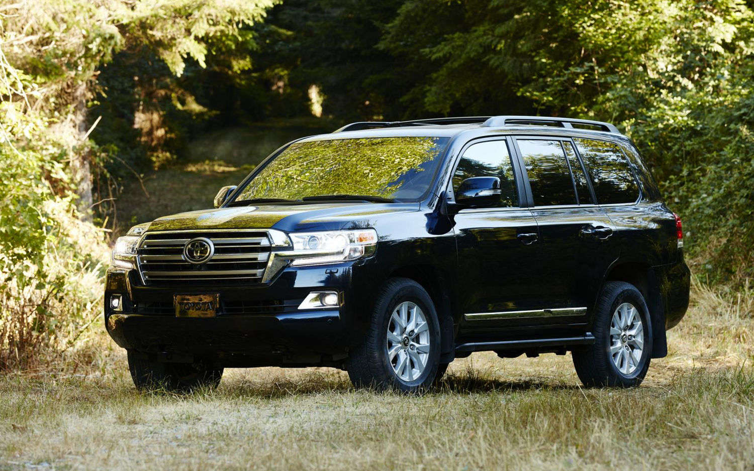 comparison toyota land cruiser 4dr 2017 vs toyota land cruiser prado gx 2017 suv drive. Black Bedroom Furniture Sets. Home Design Ideas