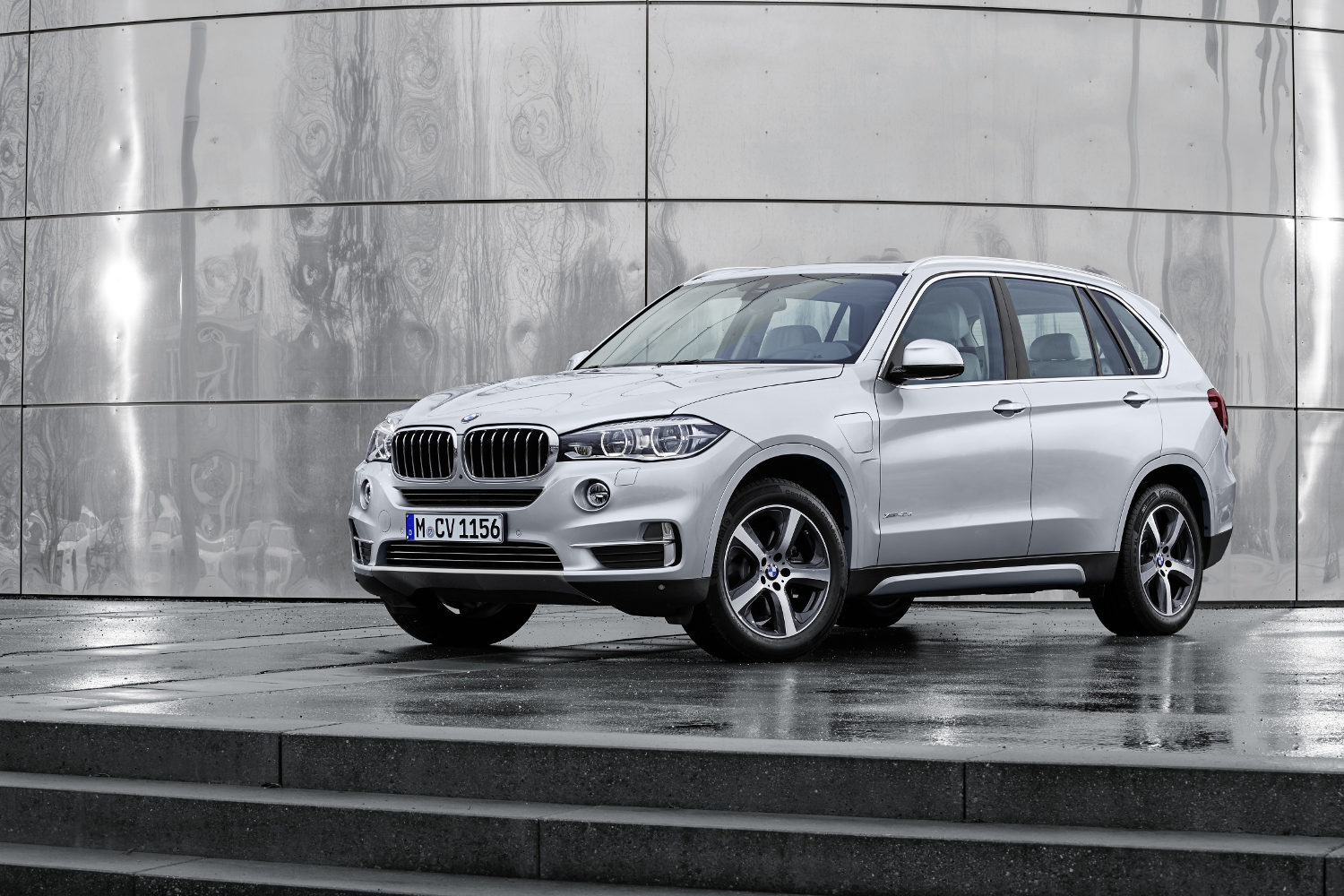 Comparison Bmw X5 Xdrive50i 2016 Vs Bmw X5 Edrive