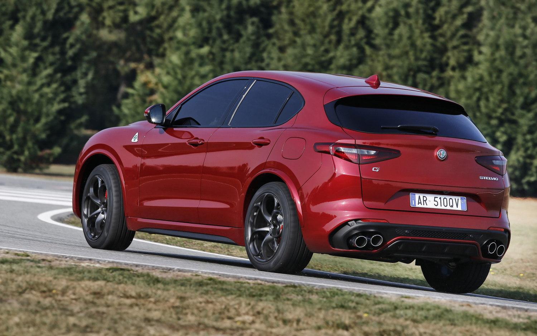 Comparison Alfa Romeo Stelvio Quadrifoglio 2018 Vs Jaguar E