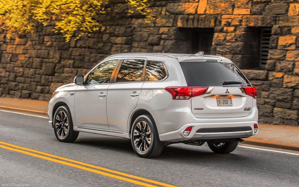 Comparison Mitsubishi Outlander Phev 5hs Hybrid 2017 Vs Nissan
