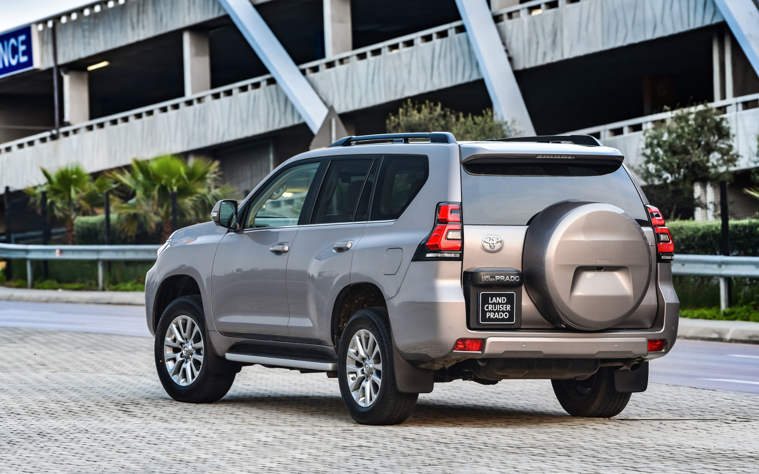 toyota land cruiser prado kakadu 2018 suv drive. Black Bedroom Furniture Sets. Home Design Ideas