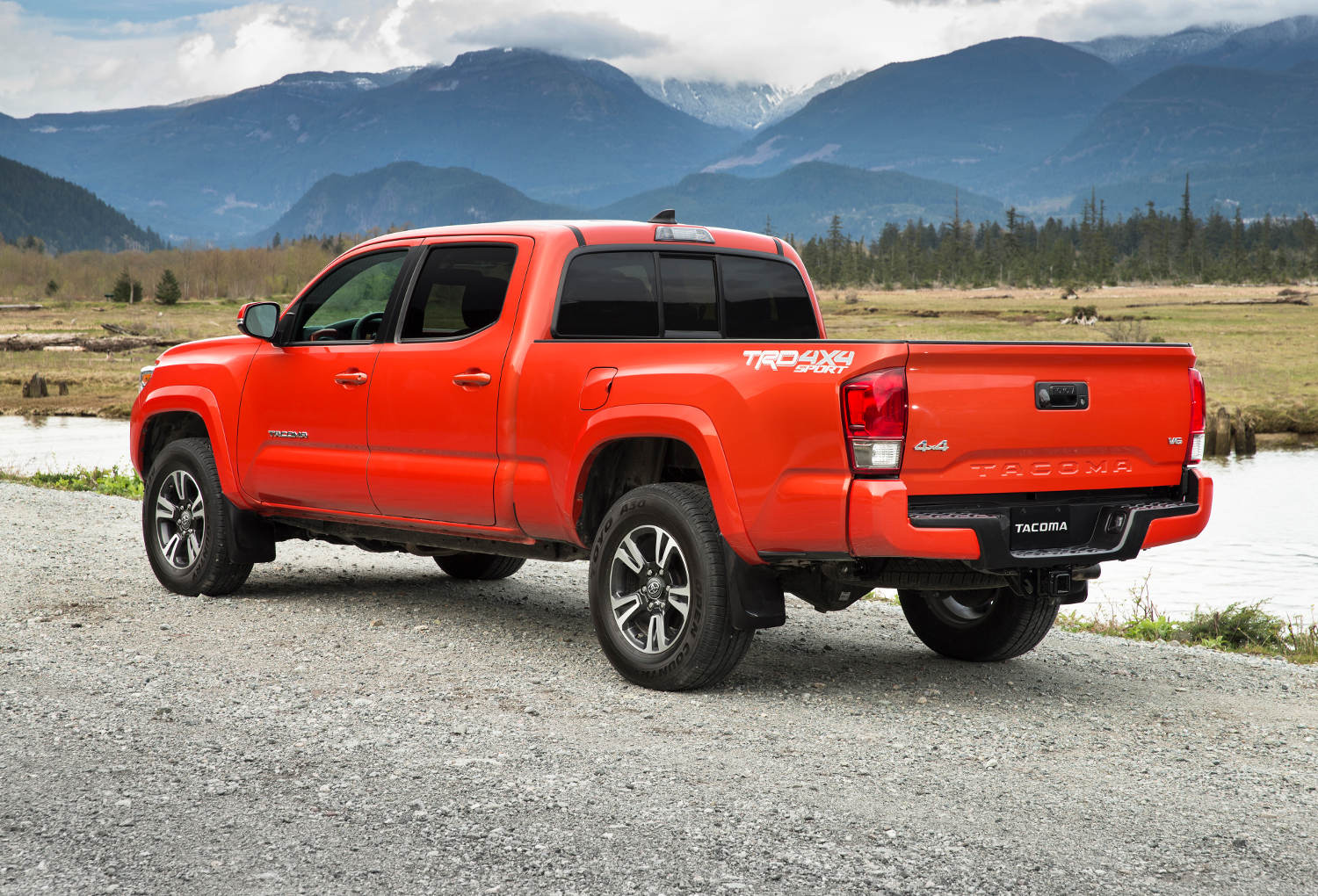 comparison toyota tacoma double cab trd pro 2015 vs gmc canyon crew cab slt 2015 suv drive. Black Bedroom Furniture Sets. Home Design Ideas