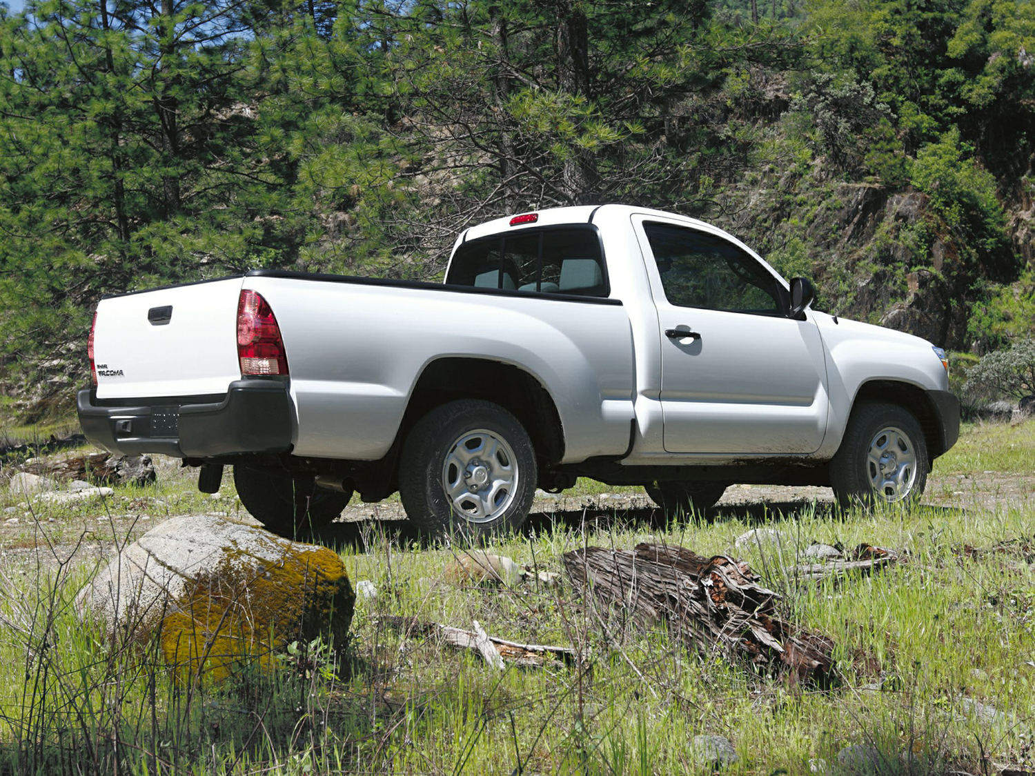 Comparison Toyota Tacoma Regular Cab Base 2014 Vs