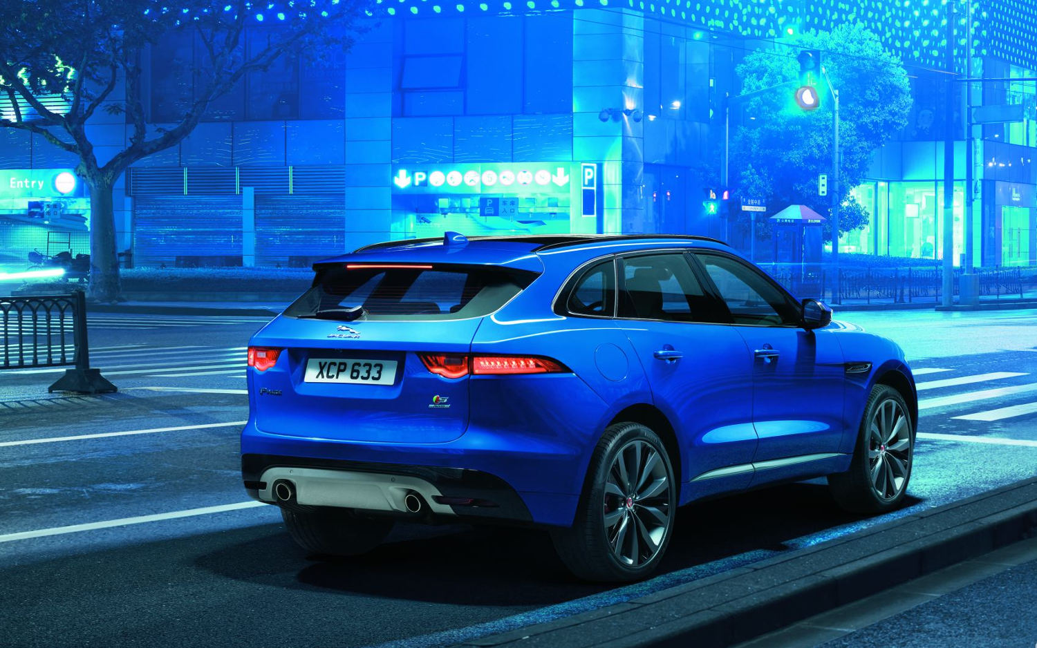 Comparison Jaguar F Pace Premium 2017 Vs Porsche