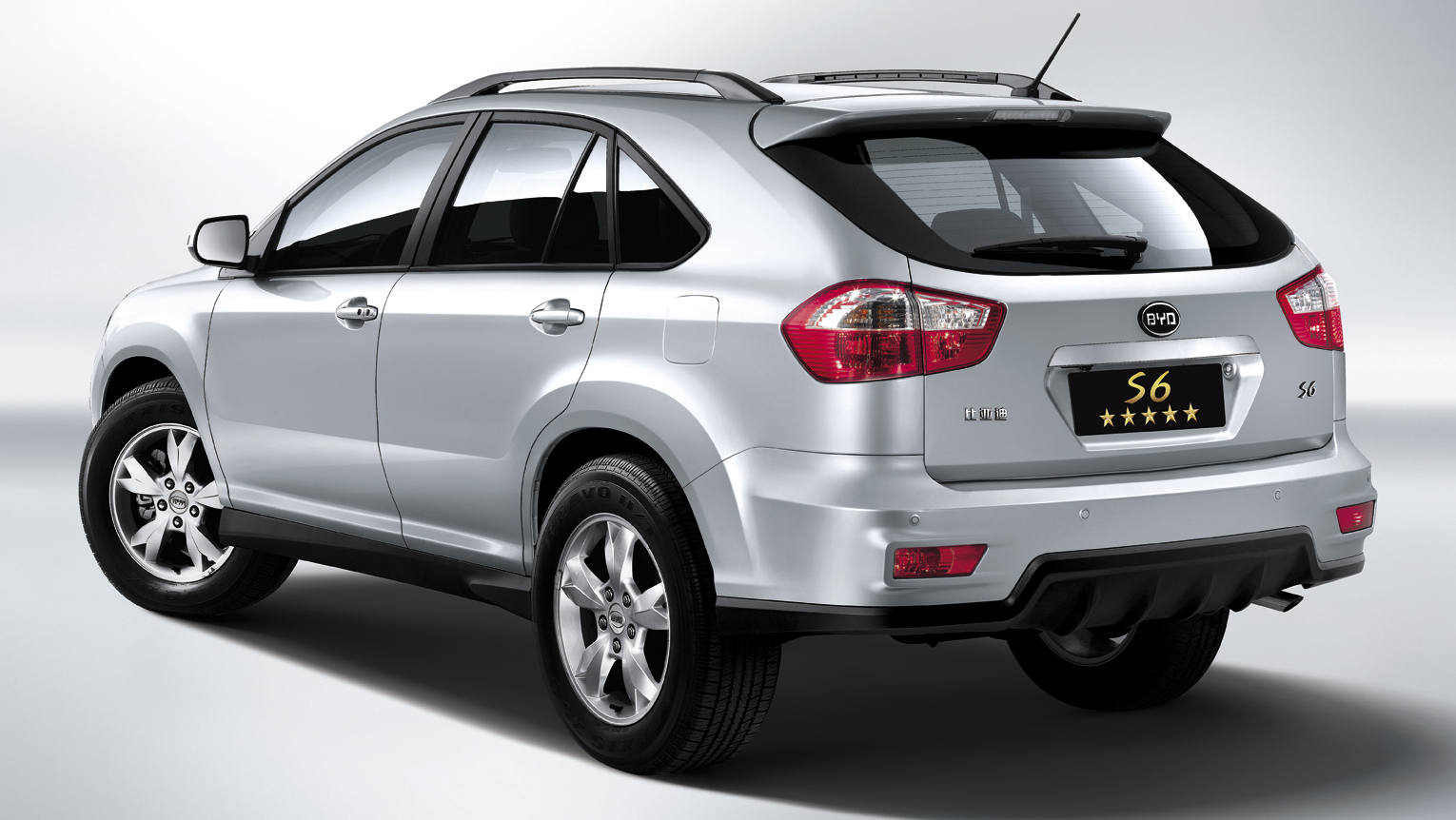 Comparison Kia Sportage Sx Suv 2015 Vs Byd S6 2015