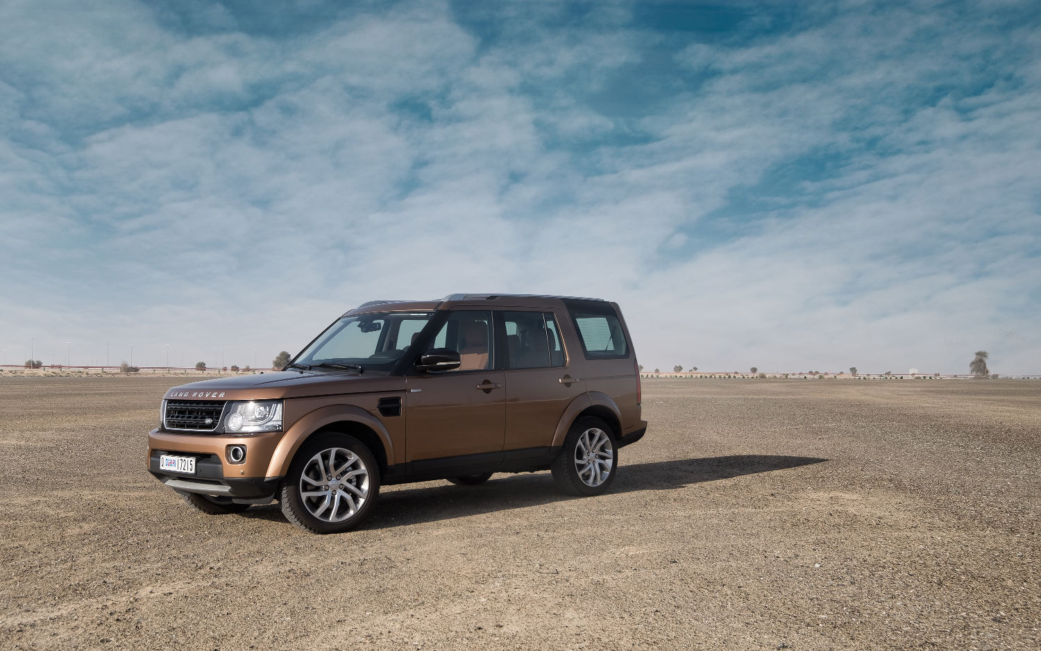 Comparison - Land Rover LR4 SUV 2015 - vs - Land Rover ...