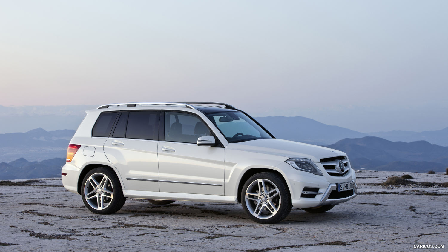 Comparison mercedes benz glk class glk350 vs for Mercedes benz amg suv