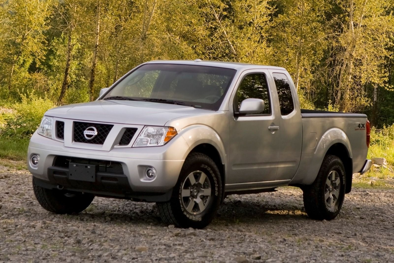 nissan frontier crew cab pro 2015 suv drive. Black Bedroom Furniture Sets. Home Design Ideas