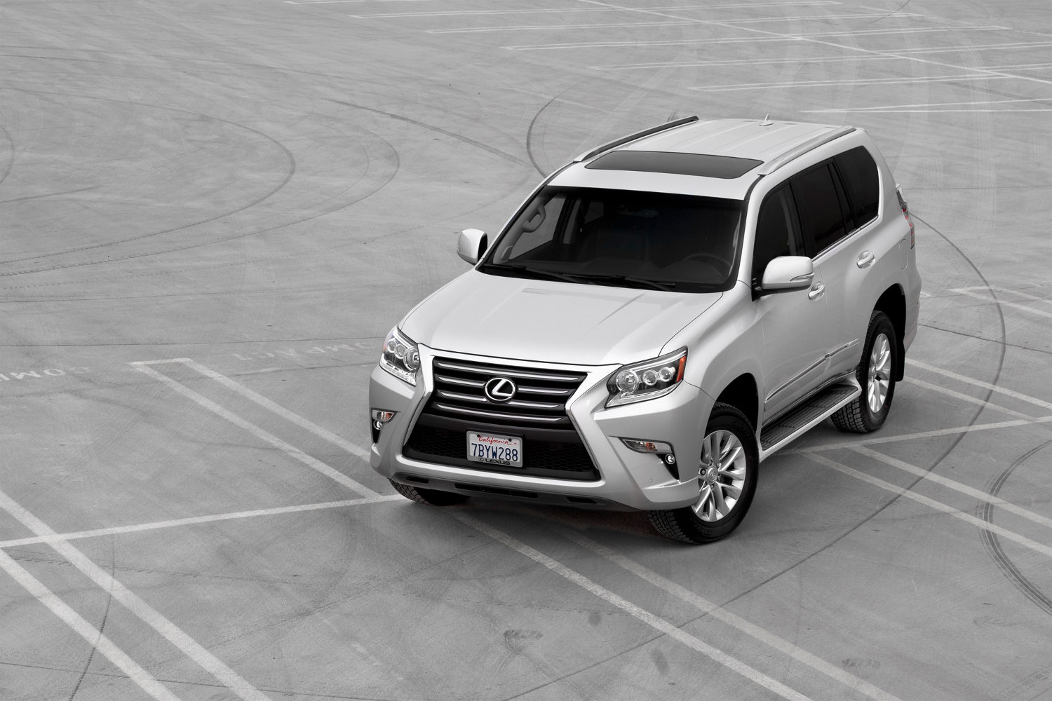 Comparison - Lexus GX 460 Luxury 2016 - vs - Chevrolet ...