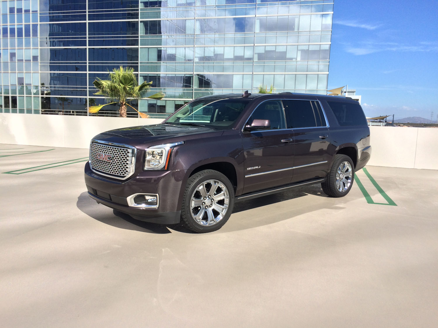 comparison gmc yukon xl denali suv 2015 vs chevrolet. Black Bedroom Furniture Sets. Home Design Ideas
