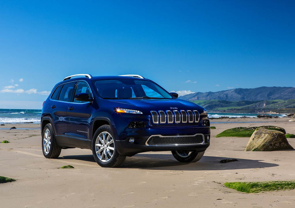 Distance View Jeep Cherokee on 2015 Jeep Cherokee Trailhawk 4x4