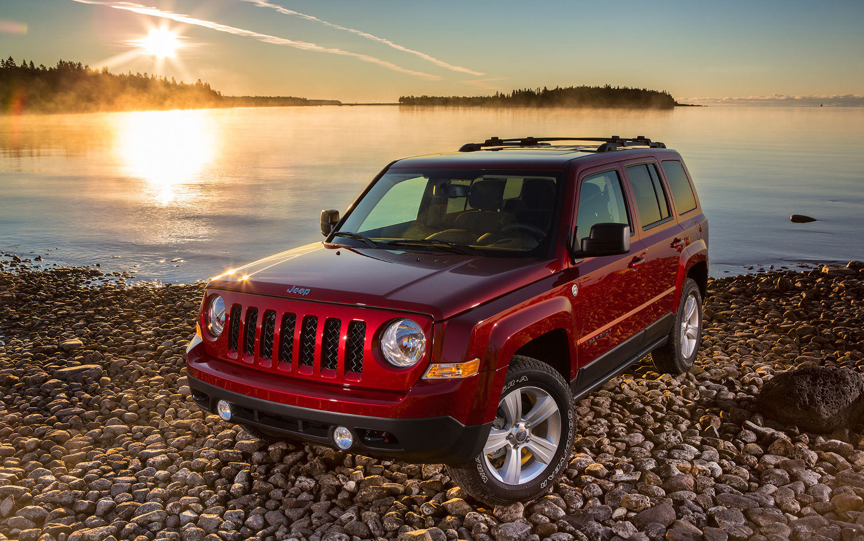 comparison jeep patriot 2017 high altitude edition vs ford explorer sport 2017 suv drive. Black Bedroom Furniture Sets. Home Design Ideas