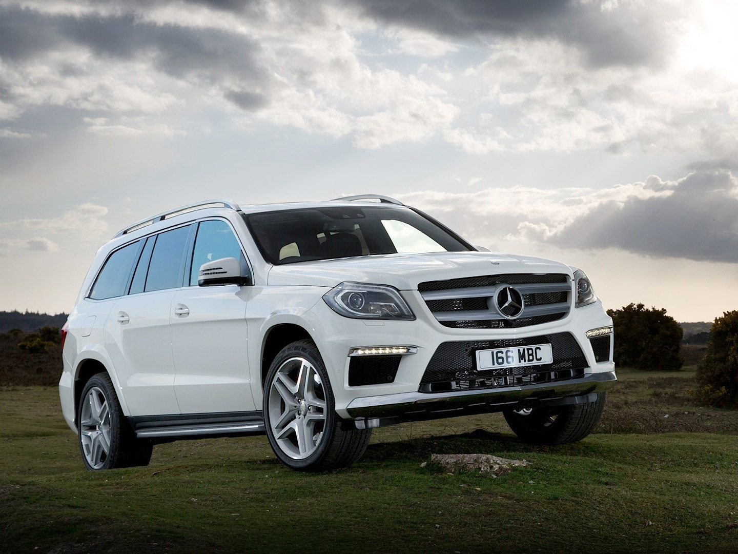 Comparison mercedes benz gl class 2016 vs gmc yukon for 2015 mercedes benz gl