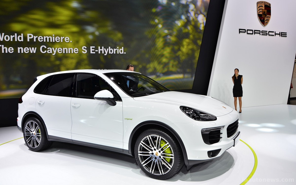 comparison porsche cayenne hybrid 2017 vs porsche cayenne s e hybrid 2015 suv drive. Black Bedroom Furniture Sets. Home Design Ideas