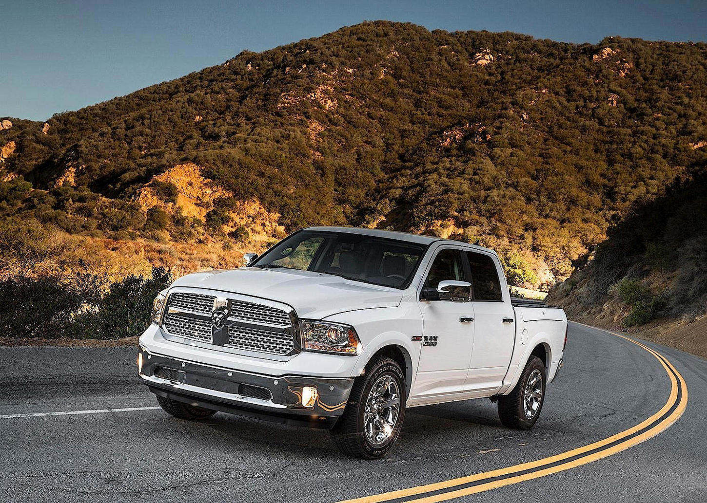 Comparison - Ram 1500 Crew Cab Limited 2015 - vs - Ram ...