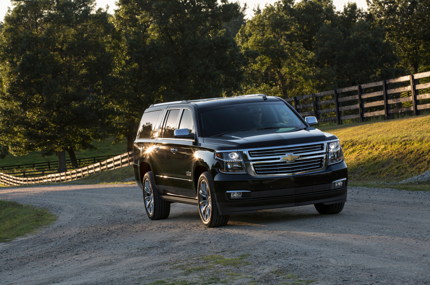 comparison chevrolet suburban suv 2016 vs cadillac. Black Bedroom Furniture Sets. Home Design Ideas