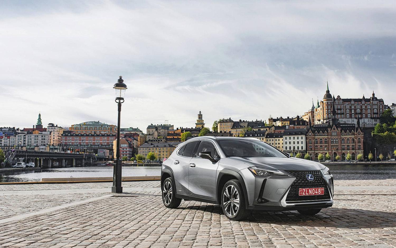 Lexus F Sport Price >> Comparison - Toyota Corolla XLE 2019 - vs - Lexus UX 250h ...