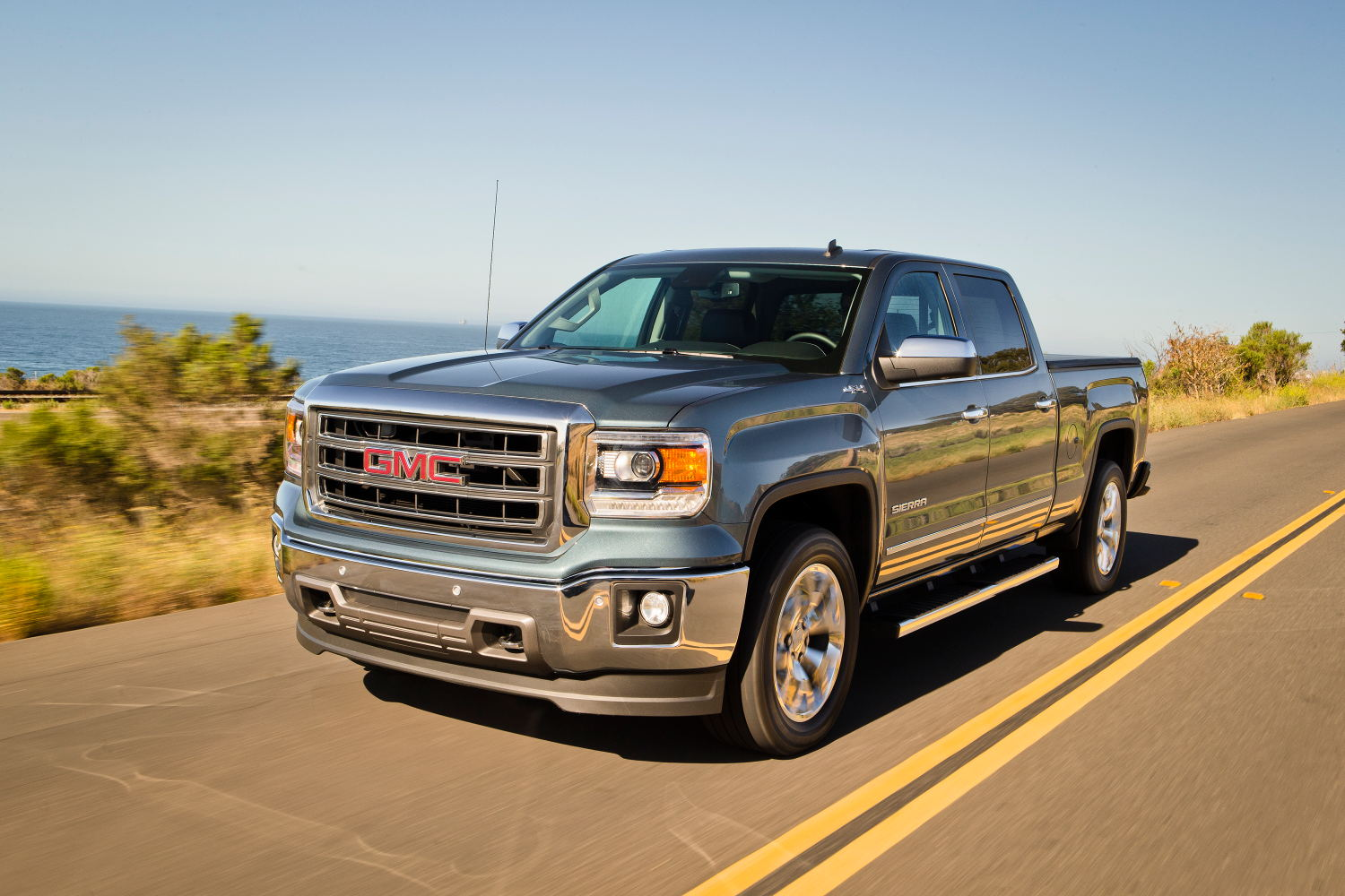 Silverado Vs Sierra >> Comparison - Chevrolet Silverado 1500 Double Cab LTZ 2015 - vs - GMC Sierra 1500 Double Cab SLT ...