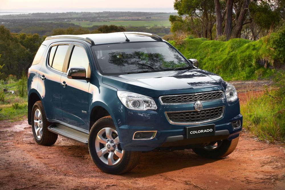 comparison holden colorado 7 ltz 2015 vs chevrolet. Black Bedroom Furniture Sets. Home Design Ideas