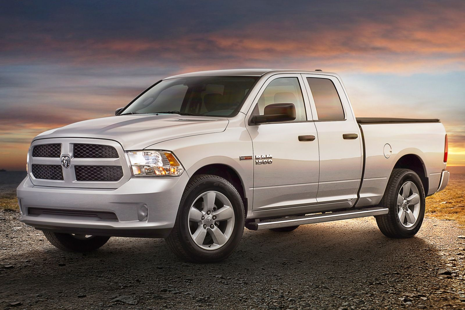 Comparison - Ram 1500 Crew Cab Limited 2015 - vs - Ford F ...