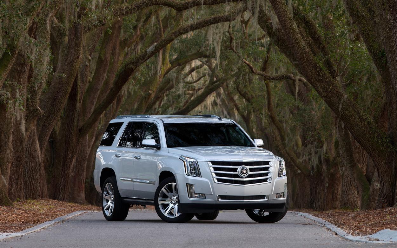 Comparison Cadillac Escalade Luxury 2017 Vs Land Rover Range