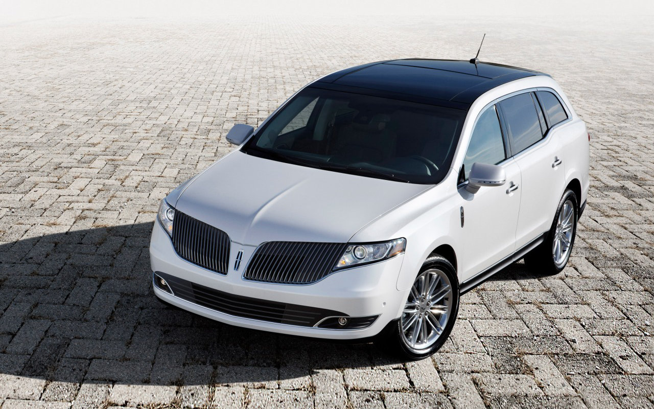 Comparison Lincoln Mkt Premiere 2018 Vs Kia Stonic