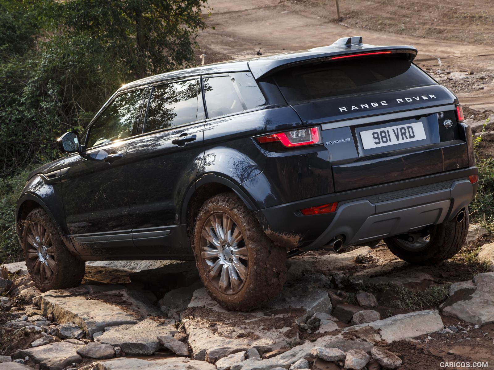 Comparison Land Rover Range Rover Evoque 2016 Vs