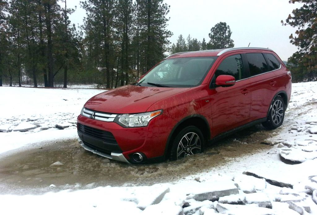 Comparison Mitsubishi Outlander Gt 2015 Vs Nissan