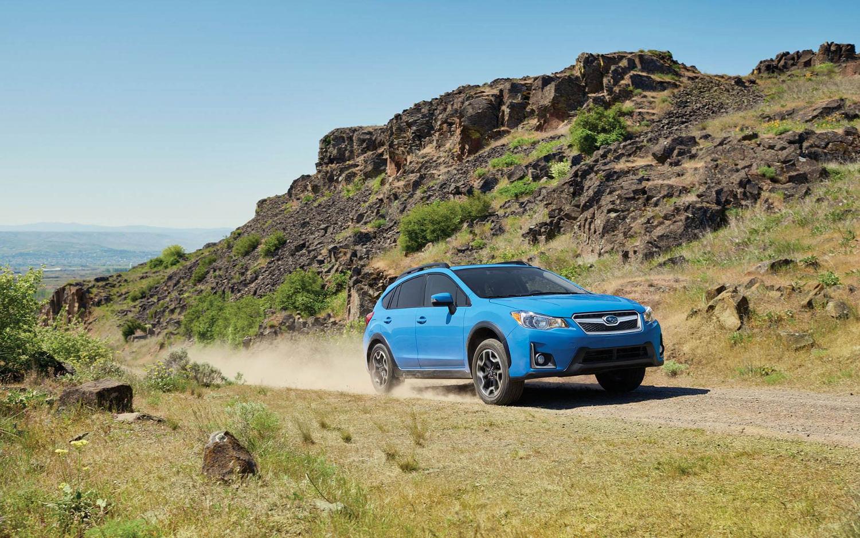 Comparison - Subaru Crosstrek 2 0i PZEV 2017 - vs - Subaru
