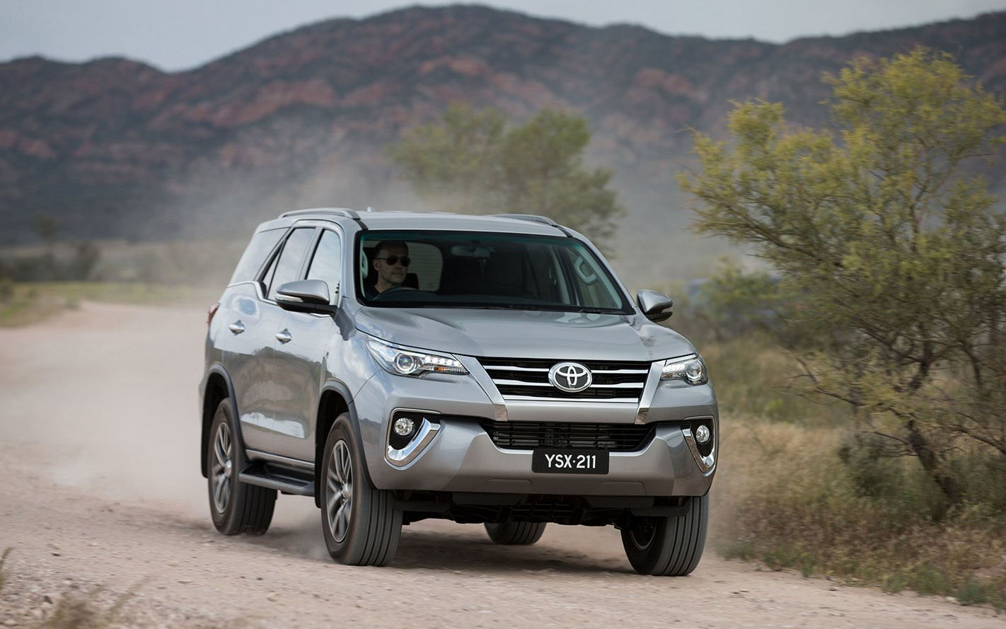 Toyota Fortuner Crusade 2017 Suv Drive