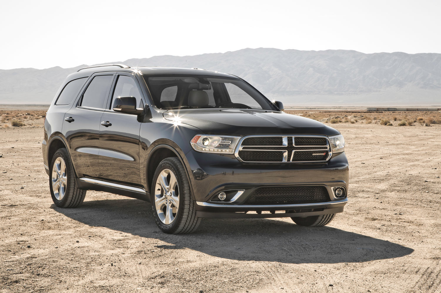 Comparison  Dodge Durango Citadel SUV 2015  vs  Fiat Freemont