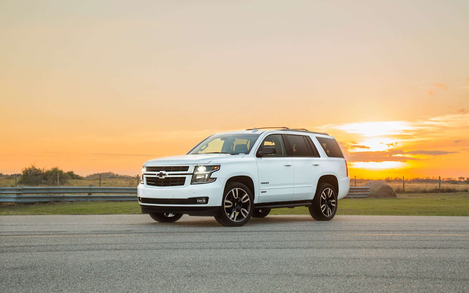 Comparison - Chevrolet Tahoe Premier 2018 - vs - Chevrolet ...