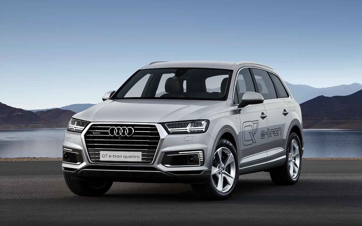 audi q7 e tron quattro hybrid 2018 suv drive. Black Bedroom Furniture Sets. Home Design Ideas