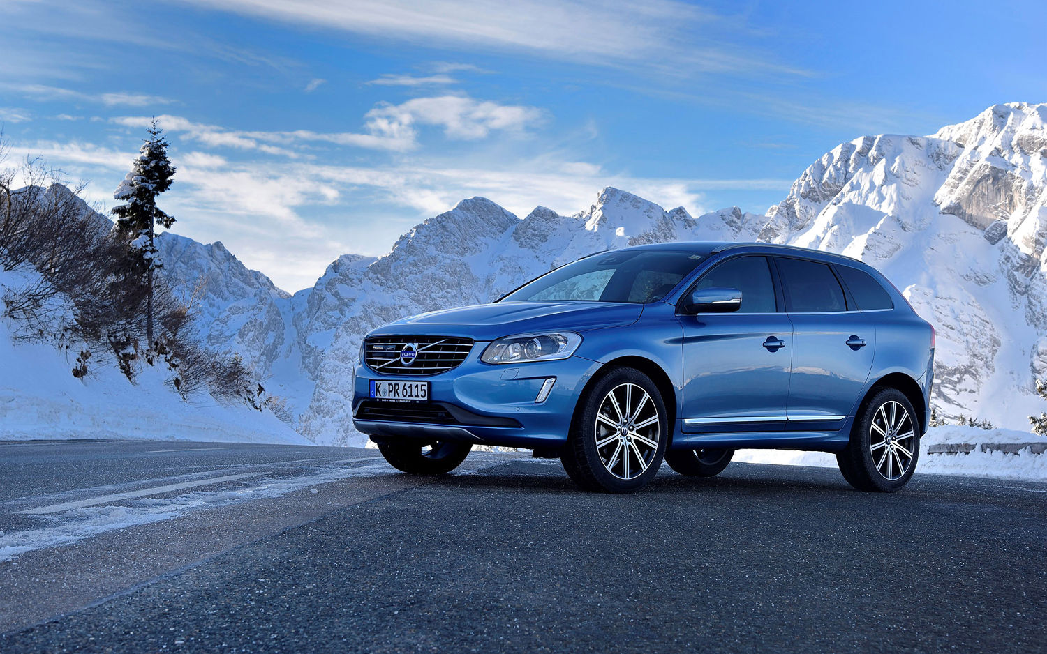 Comparison - Volvo XC60 T6 R-design 2017 - vs - Jaguar F ...