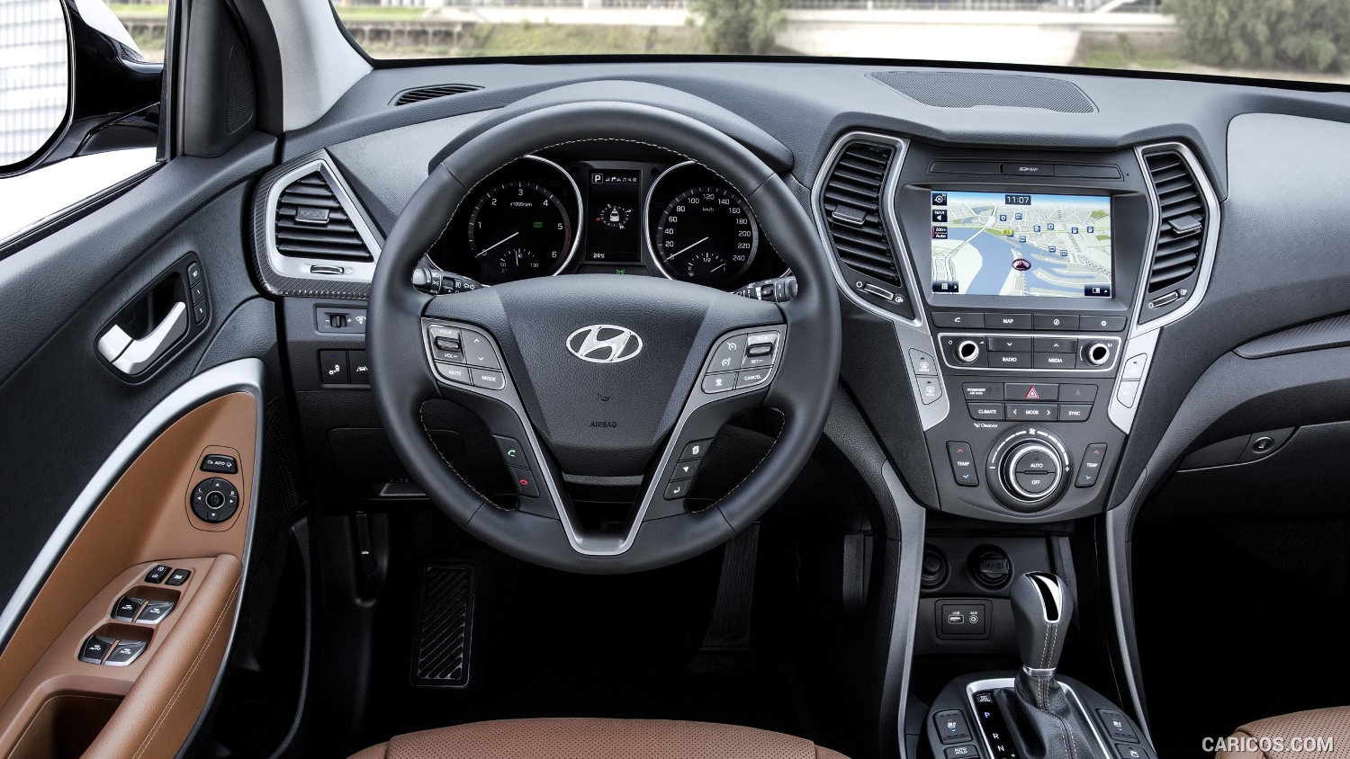 comparison hyundai tucson gls 2016 vs hyundai santa. Black Bedroom Furniture Sets. Home Design Ideas