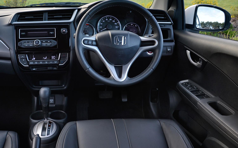 Front Wheel Drive Cars >> Comparison - Honda BR-V 2018 - vs - Lada niva 4x4 2018   SUV Drive