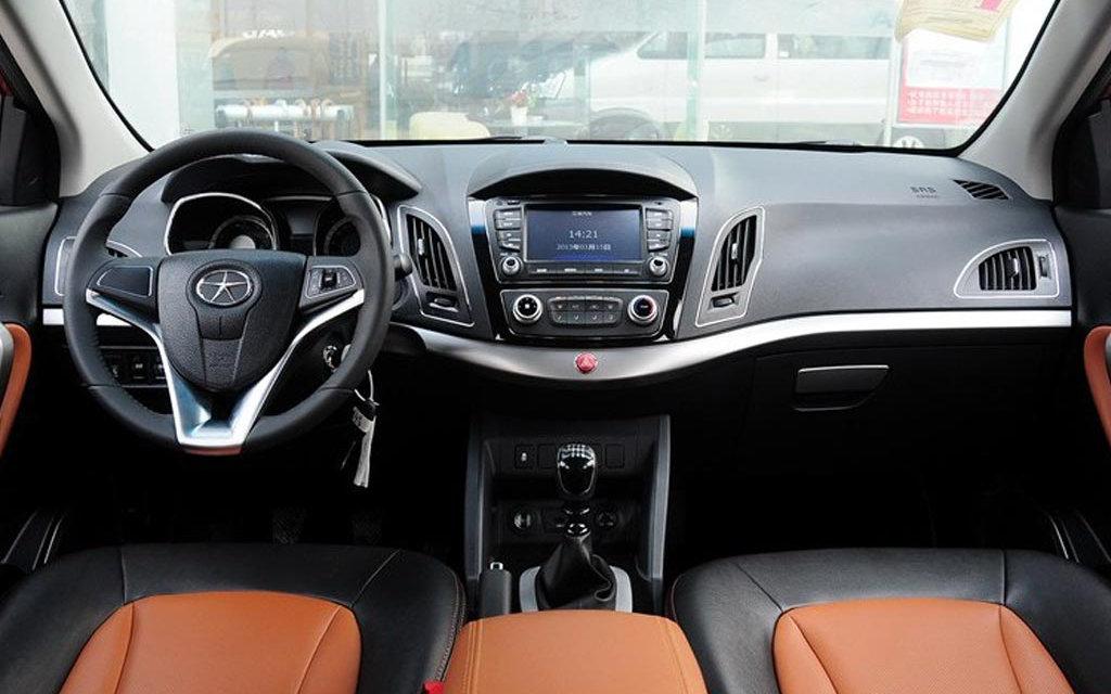 Comparison - Jac S5 Luxury 2016 - vs - Ford Ecosport Titanium 2018 | SUV Drive