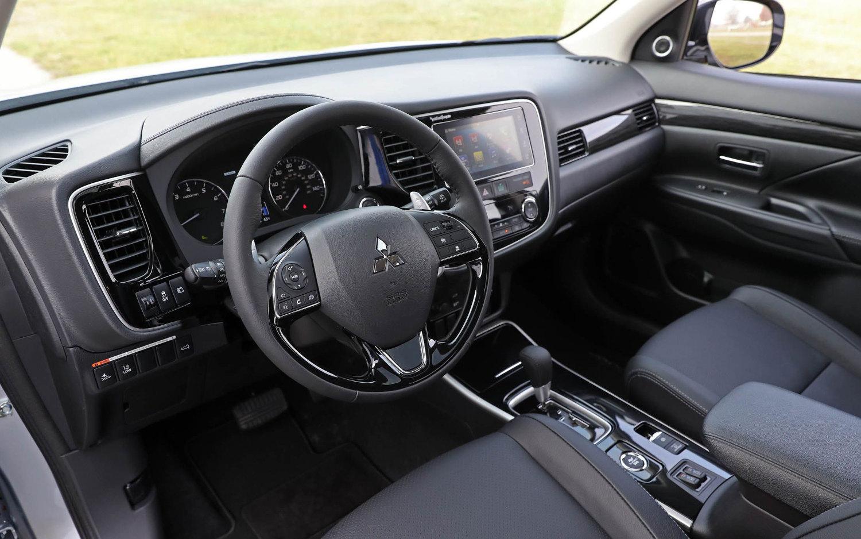 Comparison Mitsubishi Outlander Le 2018 Vs Vauxhall Grandland X 2018 Suv Drive